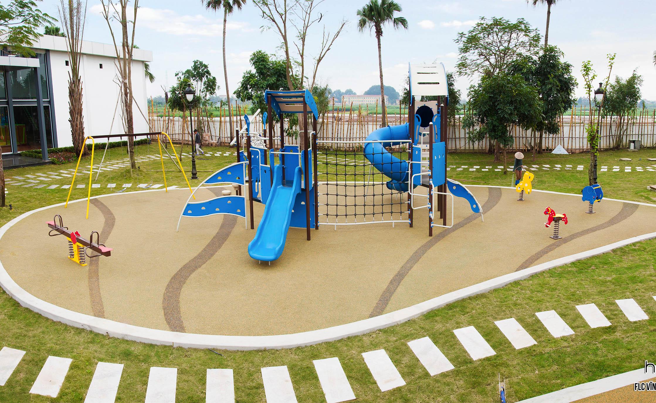 Thiết bị sân chơi ngoài trời bộ cầu trượt liên hoàn tại FLC Vĩnh Thịnh