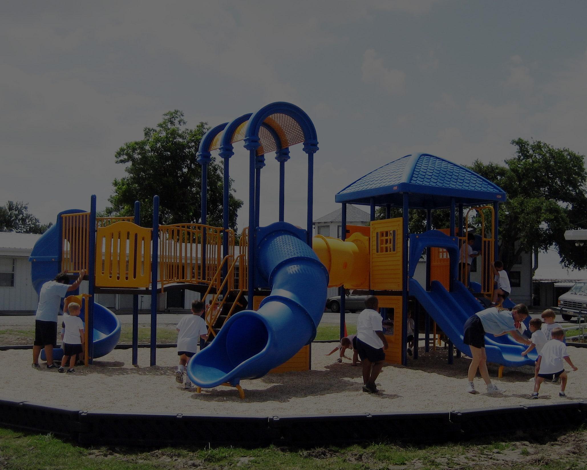 Thiết bị sân chơi liên hoàn và cát của trẻ em châu Âu